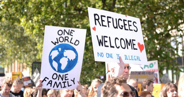 one-world-refugees-welcome_Ilias-Bartolini-720x380